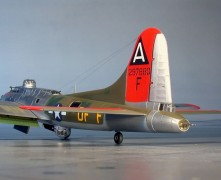 Avião Boeing B-17G Flying Fortress                     04283 REVELL ALEMA