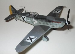 Avião Dewoitine D.520 Fighter HOBBYBOSS