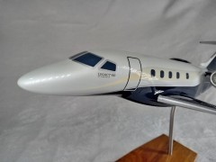 Aviao Embraer Legacy 450 - MLJ - MAQUETE