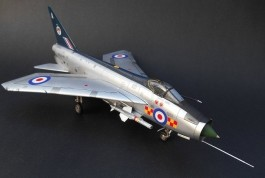 Aviao English Electric Lightning F6                 05042 AIRFIX