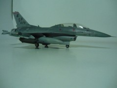 Avião F-16 C/D Night Falcon                        0188 ITALERI