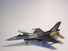 Aviao F-16C SOLO TURK c/TINTAS, PINCEIS E COLA REVELL ALEMA
