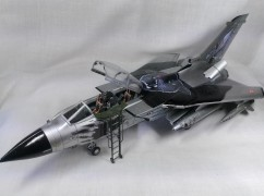 Avião Tornado IDS - With Black panthers Special Edition ITALERI