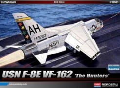 Aviao USN F-8E Crusader VF-162 THE HUNTERS          12521 ACADEMY