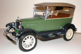 Carro Ford Model A - Roadster - 2 CARROS COMPLETOS AMT