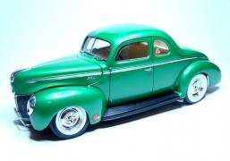 Carro Ford Standard Coupe 1940 REVELL AMERICANA