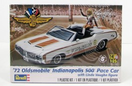 Carro Oldsmobile 72 Indinapolis 500 Pace Car with Linda Vaug - REVELL AMERICANA