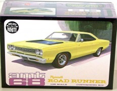 Carro Plymouth Road Runner 1968 - AMT