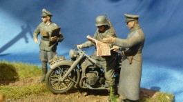 Motocicleta German R-12 Heavy Motorcycle with Rider and Offi ZVEZDA